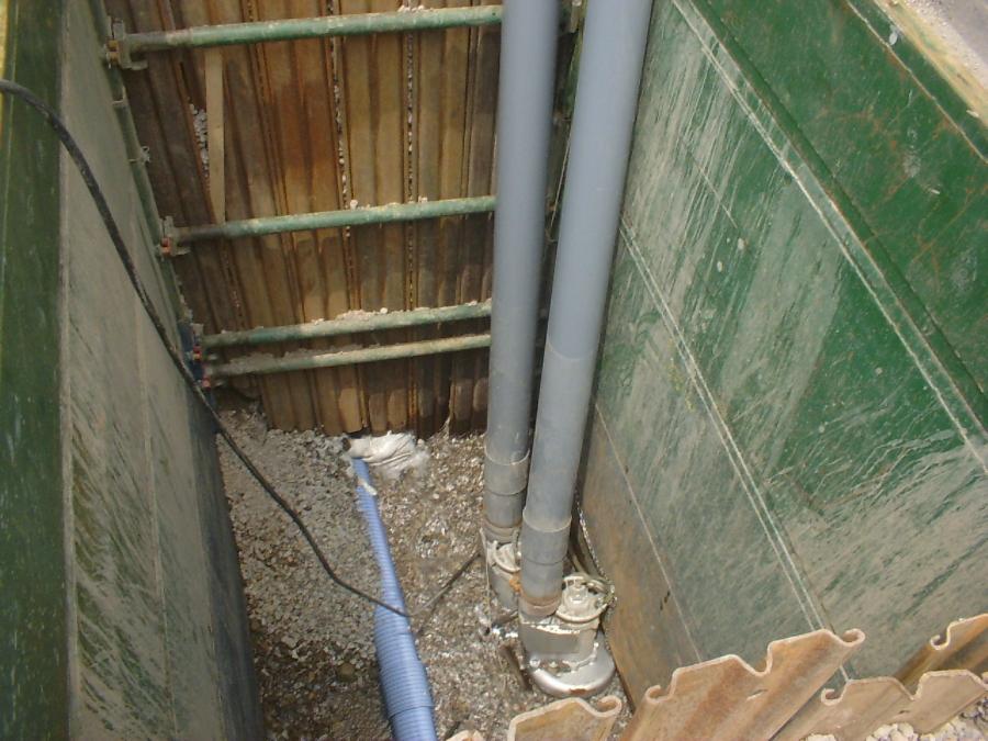 地下水排水用の水中ポンプ設置