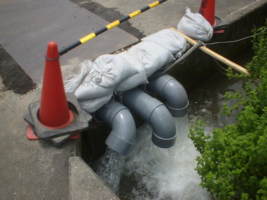 地下水排水用の水中ポンプ排水状況