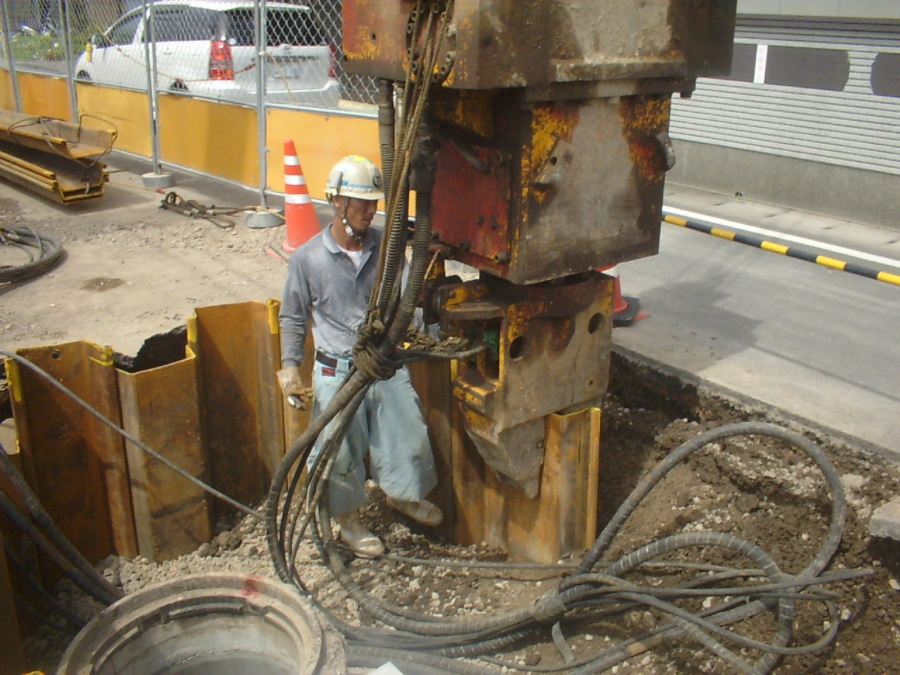 打ち込み矢板施工施工状況